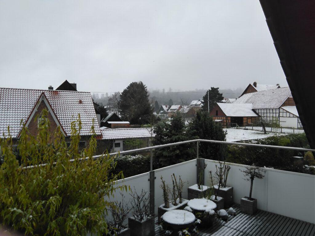 Frohes neues Jahr 2021! Mein Heimatdorf Neuhof im Schnee. Januar 2021.